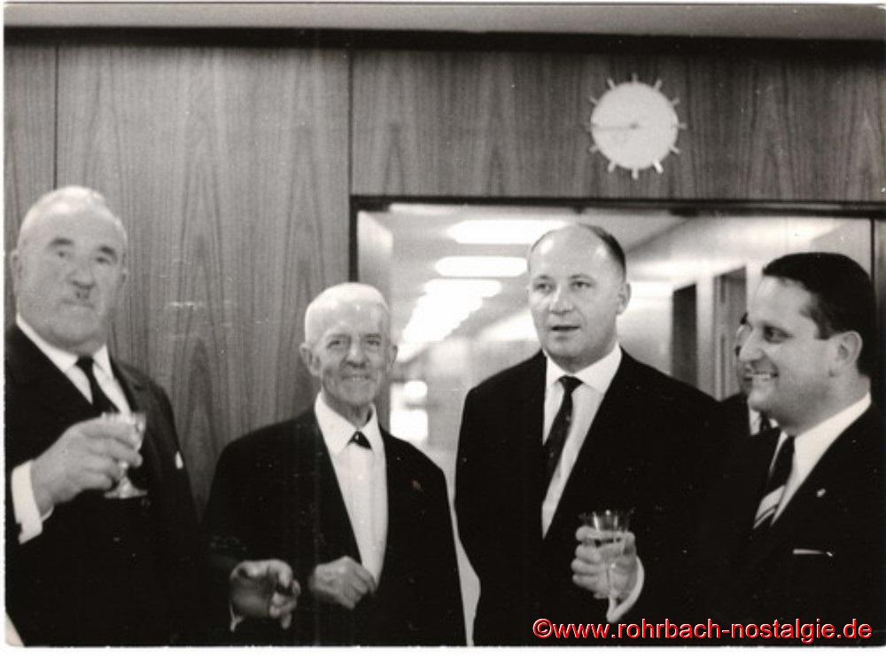 1966 bei einem Empfang der Gemeinde Rohrbach anlässlich der Rathaus-Einweihung. Auf dem Foto von links: Jakob Luck, Friedrich Leiner, Egon Fisch (Rektor der Johannesschule) und Kunibert Luck, der damalige Inhaber des bekannten Saarbrücker Musikhauses Louis