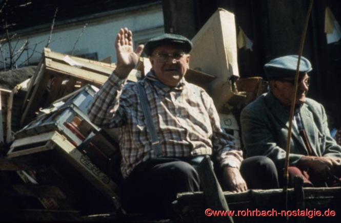 1981 Johann Allmannsberger sagte beim Historischen Umzug anlässlich der 800 - Jahrfeier Rohrbachs seinen Rohrbacher Kunden zum letzten Mal Adieu