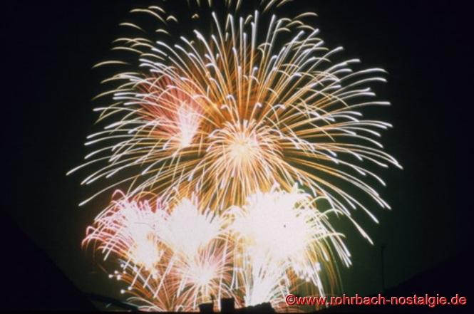 Mit einem farbenprächtigen Großfeuerwerk in den Königswiesen geht am Abend des 6.September 1981 die Festwoche zur 800-Jahr Feier Rohrbachs zu Ende