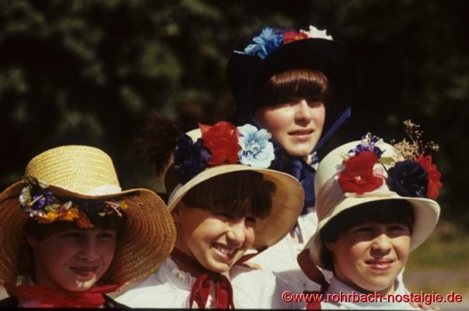 Die hübschen Töchter vom Postillion Peter Jacob: von links Petra, Katja, Carmen und dahinter Susi