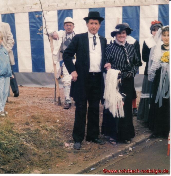 Heinz und Irmgard Abel. Im Hintergrund mit Helm Guiseppe Musso