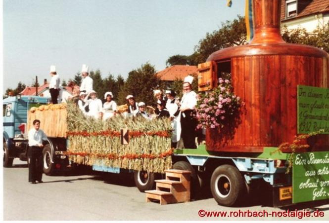 Stampeswagen mit Riesenstampesstößer (gestaltet von der Kolpingfamilie Rohrbach und Firma Gebrüder Stolz). Ganz links auf dem Foto : Hans Wilhelmi