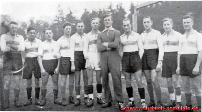 Die 1. Mannschaft im Jahre 1938. Auf dem Foto von links: Willi Staut, Josef Jung, Theo Wagner, Karl Kessler, Rudolf Staut, Franz Bettinger, Robert Herberger, Edgar Gehring (Besem), Ferdinand Stiewitz, Rudi Jacob (90), Josef Stolz