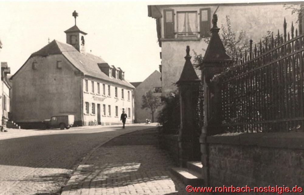 Das alte Rohrbacher Rathaus in der Kaiserstraße 100 (heute Obere Kaiserstraße 174) im Jahr 1948