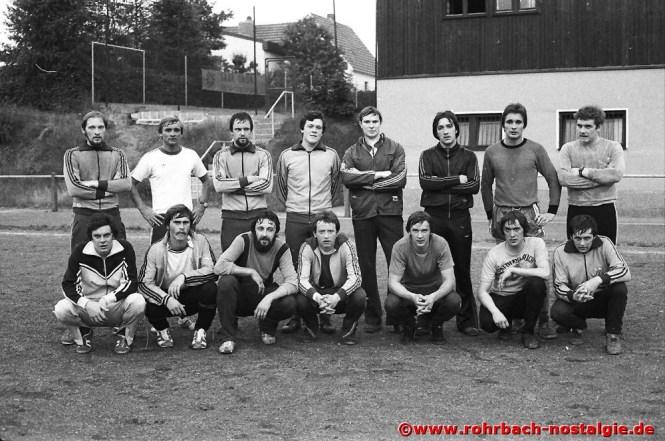 1978 im Juli Vorbereitung der aktiven Spieler auf die neue Saison Die 1. Mannschaft des SV Rohrbach ging währenddessen in der A-Klasse Ostsaar unbeirrt ihren