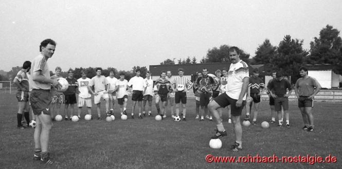 1994 im Juli übernimmt Peter Rubeck (links auf dem Foto) die Trainerstelle beim SVR. Heute trainiert er den Regionalligisten Eintracht Trier