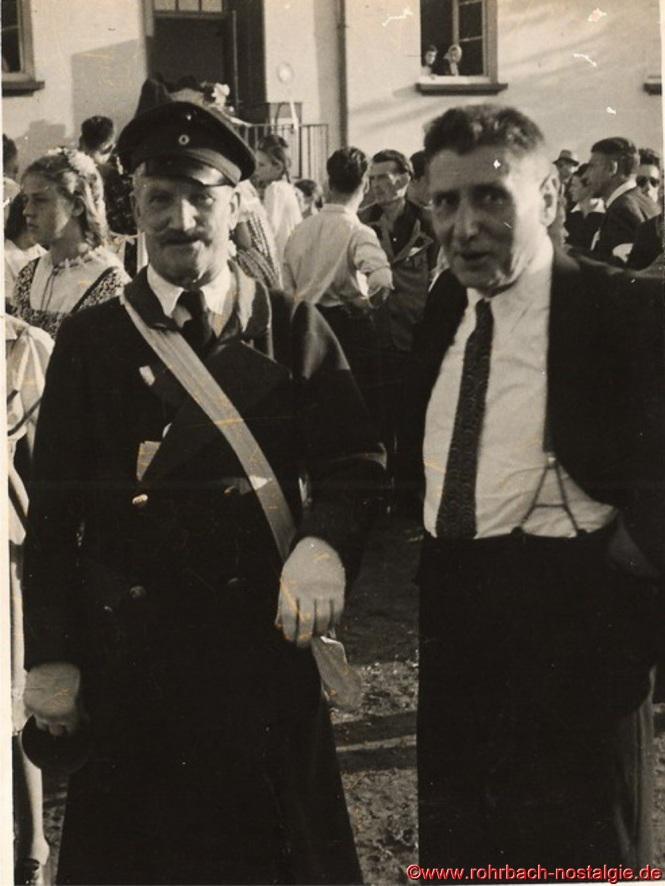 Der Gemeindediener Jakob Rohe (Diwwel) und Ferdinand Schwarz