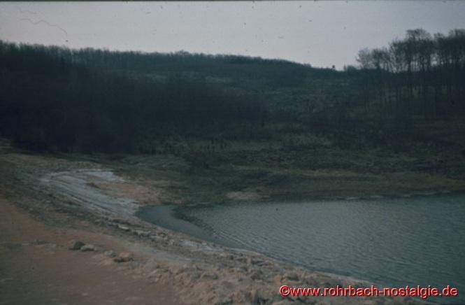 Ab 2. April 1969 wird mit dem Anstauen des Wassers aus dem Kleberbach, Lindenbrunnen und anderen kleinen Quellen begonnen