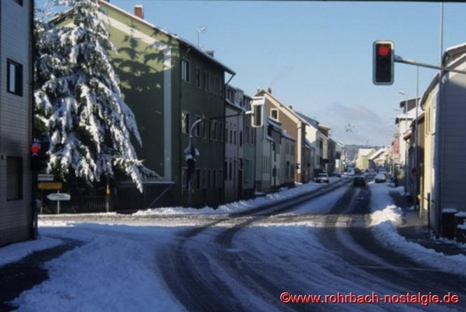 Blick ins Unnerdorf. Links die Einbiegung zur Umgehungsstraße Im Stegbruch