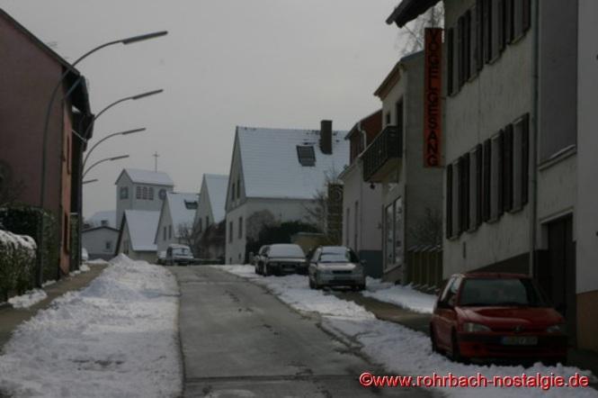 Eckstraße in Richtung Bahnhofstraße. Im Hintergrund die Christuskirche