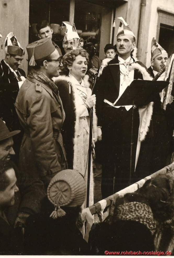 Prinzessin Rita I. von Wadwolfshausen spricht zu Ihren Untertanen