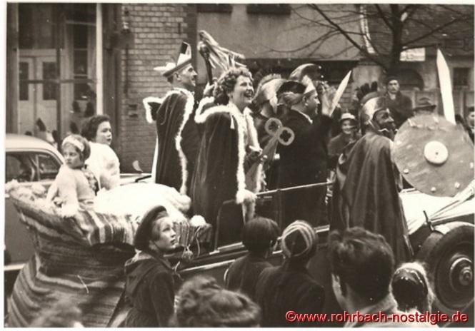 Auf dem Foto von rechts : Heinz Gehring (de Klowe), Prinz Artur I., Gladiator Willi Stolz (Bienche), Prinzessin Rita I. und Ursula Banholzer