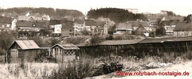 Um 1962 Hinter den Gärten (rechts hinter den Lagerüberdachungen befindet sich heute die Rohrbachhalle)