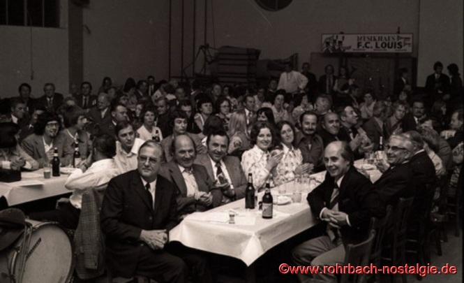 Um 1975 Prominente Zuhörer beim Herbstkonzert in der TG Turnhalle