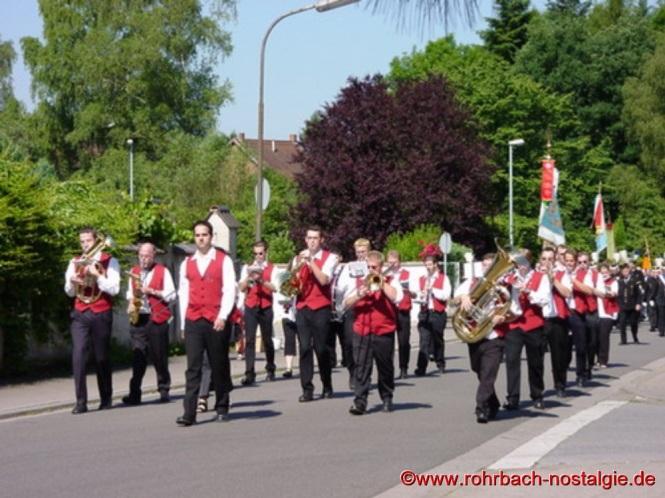 Im Jahre 2000 Kirchenparade anlässlich des Johannesfestes (Gehannsdaa)