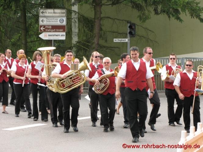 2009 Der Musikverein bei der Eröffnung des Alt-Rohrbachfestes