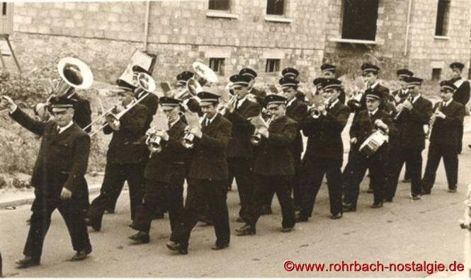Die Musikkapelle Schaar in den 50er Jahren bei einem Festumzug