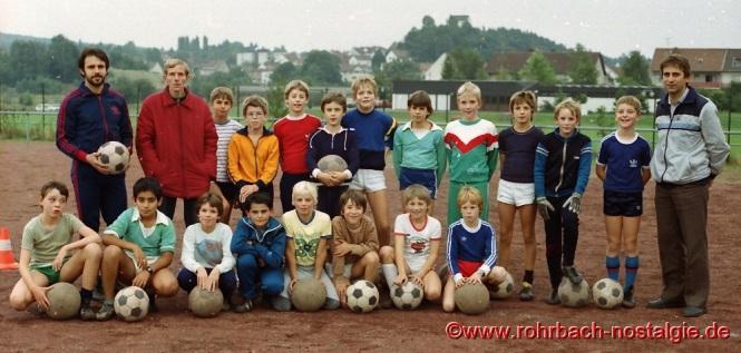 1984 - Nationalspieler Wolfgang Seel (1.FC Saarbrücken) leitet das Training der D-Jugend