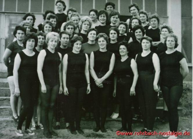1962 - Die Hausfrauenabteilung der TG Rohrbach. Auf dem Foto ganz rechts die Leiterin der Abteilung Else Menges