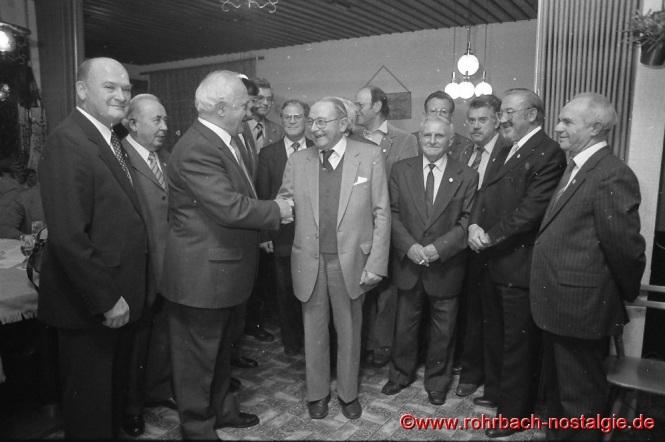 1987 Anlässlich des 75-jährigen Bestehens der TG wird Gründungsmitglied Josef Rohe geehrt