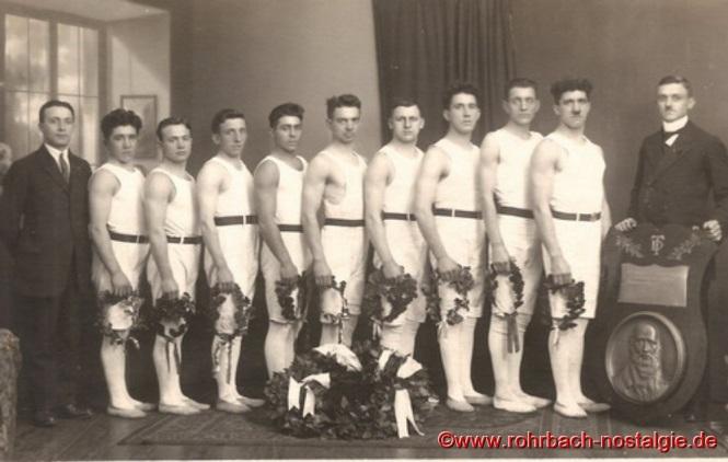 Um 1925 - Die Männerriege der TG Rohrbach