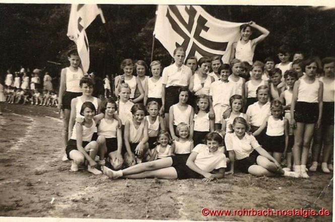 1954 - Junge Turner und Turnerinnen der TG Rohrbach beim Landesturnfest in Völkingen