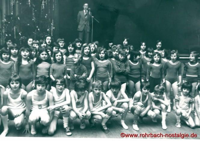 Um 1974 - Der Turnnachwuchs der TG Rohrbach bei der Weihnachtsfeier