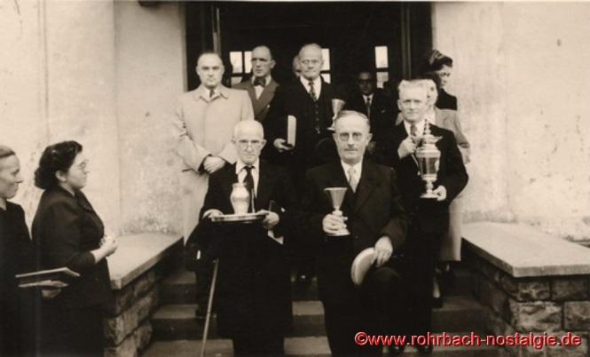 4. Oktober 1953 Die Männer vom Presbyterium vor der Turnhalle der Pestalozzischule