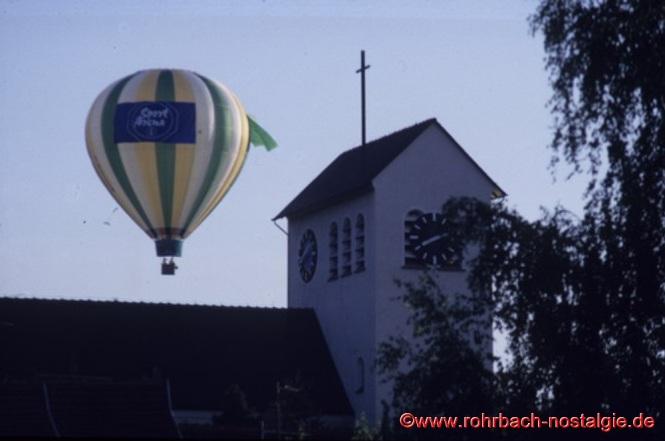 Ein Heißlufballon an der Christuskirche