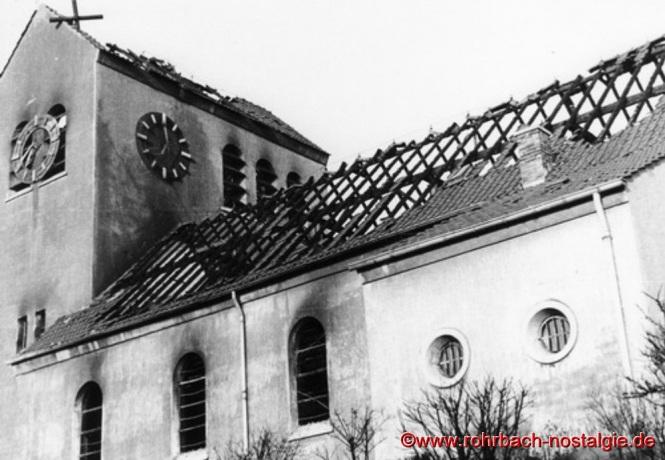 Die abgebrannte Kirche am Neujahrsmorgen 1953. (Foto: Willi Hardeck)