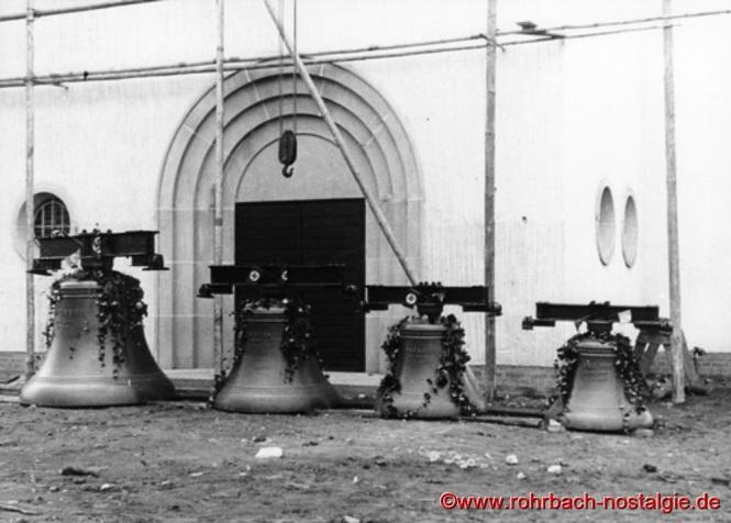 """Die 4 Glocken mit den Aufschriften """"Wachet"""", """"Gedenket"""", """"Danket"""" und """"Betet"""" läuten am 13. Januar 1938 zu ersten Mal. (Foto: Willi Hardeck)"""