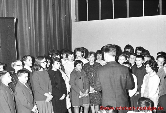 1963 Der Chor der Johannesschule mit Lehrer Ludwig Schmitt