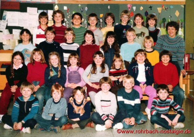 1983 - Die 3. Grundschulklasse des Jahrganges 1973-74 mit Klassenlehrerin Karola Lück