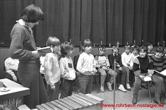 1984 Adventsfeier der Klasse von Lehrerin Karola Lück