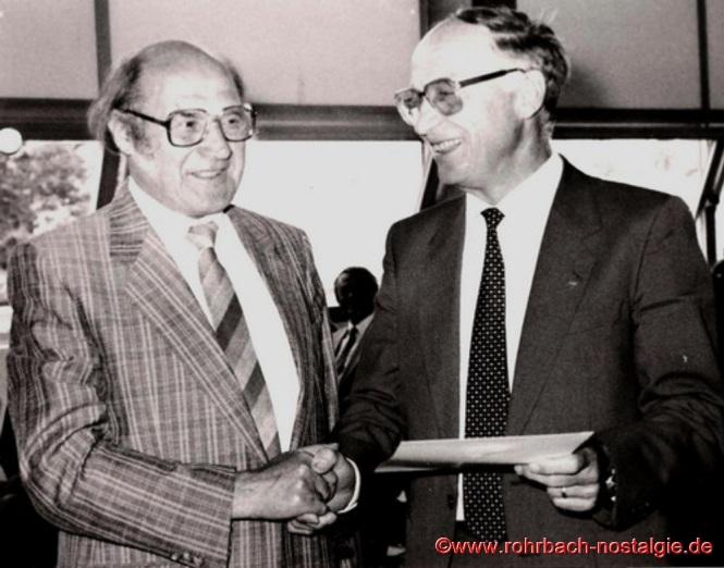 1986 - Rektor Alois Blatt wird von Schulrat Egon Fisch in den Ruhestand verabschiedet