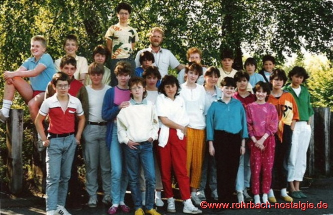1988 Die Abschlussklasse der Hauptschule mit Lehrer Hans-Peter Schmitt (Weißer Riese)