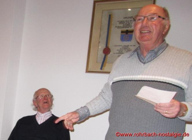 """Der Vorsitzende der Heimatfreunde Kurt Wachall (rechts im Bild) mit Anton (Ton) Marquitz dem Autoren des Buches """"Rohrbacher Bürger und deren Ahnen"""""""