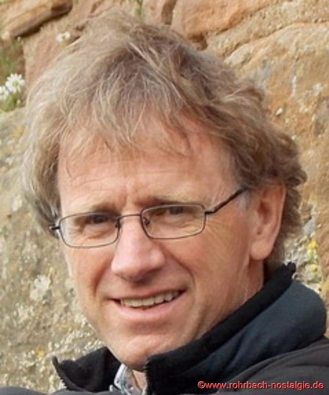 """Der bekannte Rohrbacher Schriftsteller Martin Bettinger stellte in der Heimatstube seine Romane : """"Der Himmel ist einssiebzig groß"""" , """"Der Panflötenmann"""" und """"Der Liebhaber meiner Frau"""" und """"Einen Galgen für meinen Vater"""""""