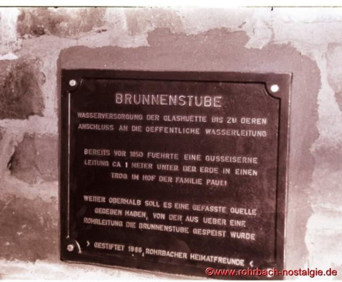 Die von den Rohrbacher Heimatfreunden gestiftete Tafel an der Brunnenstube