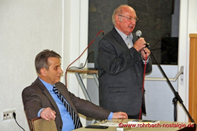 Der Vorsitzende der Rohrbacher Heimatfreunde Kurt Wachall bei der Vorstellung des Heimatbuches am 5. November im Jugendheim