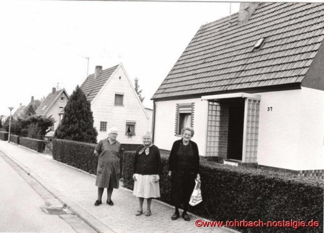1986 feiert man das 50 jährige Bestehen der Siedlung. Drei Bewohnerinnen der ersten Stunde sind Johanna Huy, Magdalena Knob und Berta Müller
