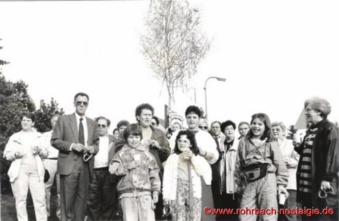 1. Mai 1992 - Aufstellen des Maibaums auf der Siedlung