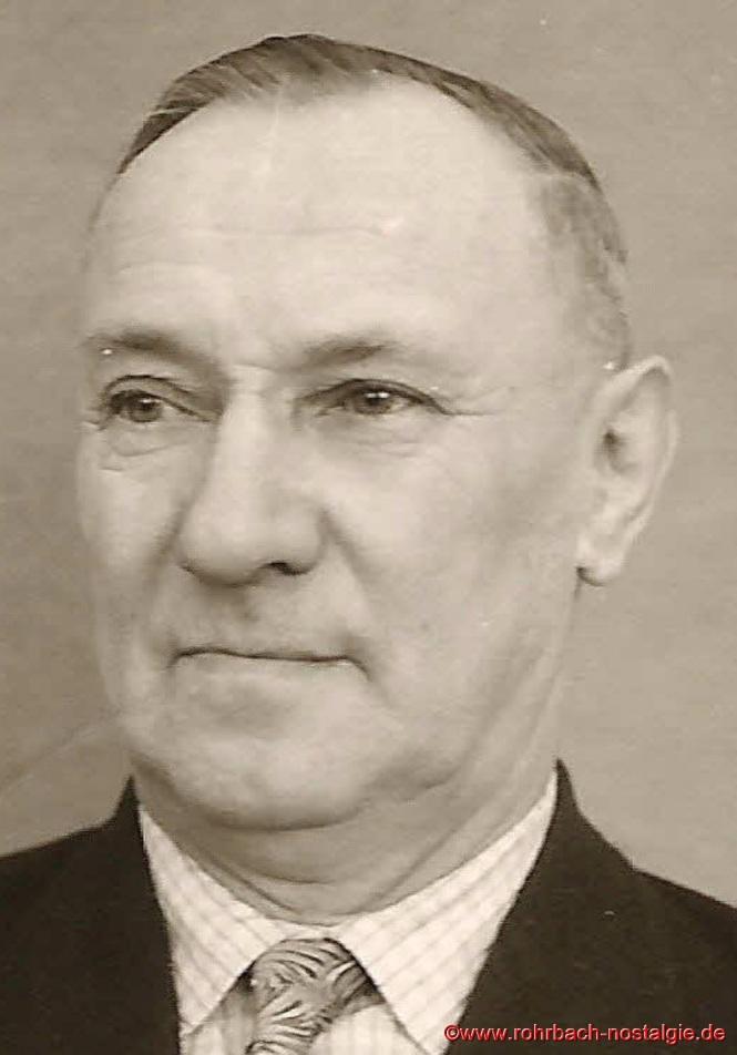 Josef Pfeifer (Vater von Julius und Guido Pfeifer) ist der 1. Obmann der Siedler. Er ist für den Bauabschnitt verantwortlich