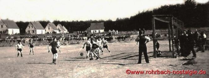 Um 1938 - Fußballspiel auf dem Sportplatz auf der Siedlung