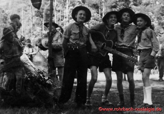 1950 - Erstes Pfingstlager vom Pfadfinderbund bei Dreisbach. Auf dem Foto von links: Hans Braun - Lothar Gehring - Fredi Kessler - Hans Gessner