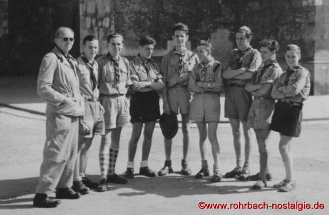 1951 - Die Delegation des Pfadfinderbund des Saarlandes (PdS) beim Worldjamboree in Bad Ischl. Auf dem Foto von links: Albert Rottorf (PdS Landesfeldmeister) - Helmut Paul - Manfred Redel - Franz Schäfer - Lothar Gehring - Hans Gessner - Ingolf Hoffmann - Richard Pitsch - Helmut Kiefer
