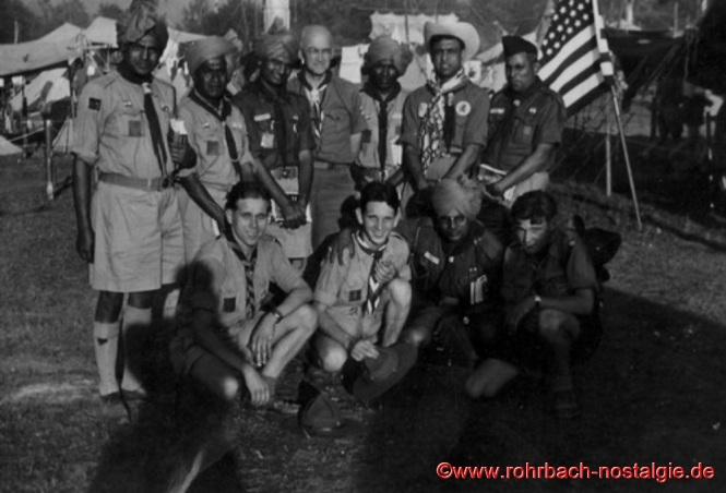 1951 - Worldjamboree in Bad Ischl (Österreich). Lothar Gehring kniend 2. von links mit Pfadfindern aus der ganzen Welt