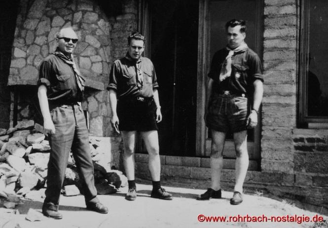 Der saarländische Landesfeldmeister Albert Rottorf (li) und der Bundesfeldmeister des BDP Jochen Senft (re) besichtigen das Theodor-Jansen-Heim