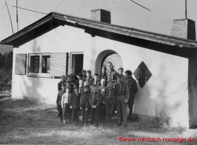 1965 - Stammführer Lothar Gehring mit Wölflingen und Pfadfindern vom Stamm Wikinger