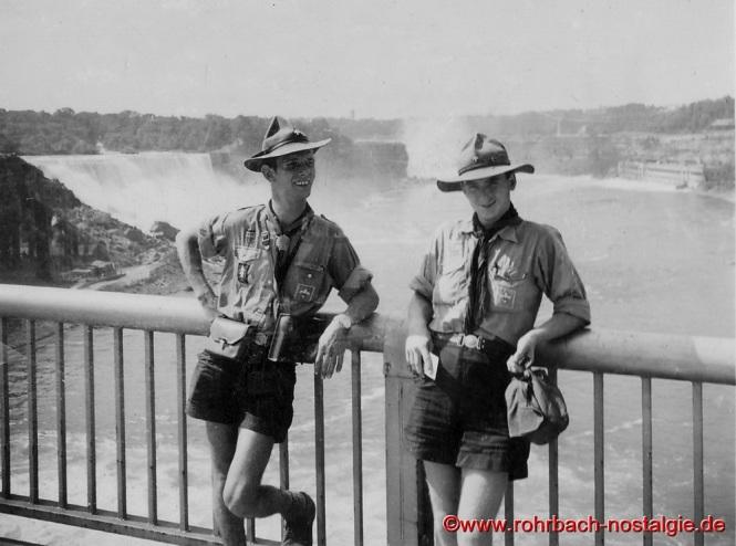 1955 – Zwei Rohrbacher Pfadfinder, Lothar Gehring (li) und Hans-Michael von Carlowitz auf dem 8. Welt-Jamboree an den Niagarafällen in den USA